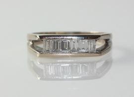Vintage 18 karaat witgouden ring met baguette geslepen diamanten, Londen 1978