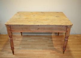 Antieke grenen tafel