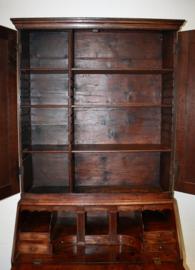 Antiek Engels bureau met opstand,  18e eeuw.