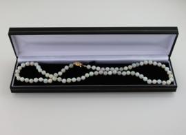 Vintage collier met opalen kralen en 14 karaat gouden slot