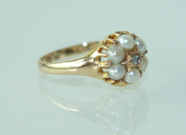 Antieke Engelse 18 karaat gouden ring met zaadparels en diamant 1866