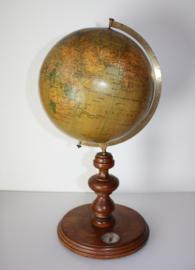 Antieke Nederlandse globe 1910