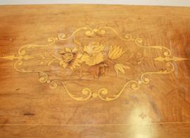 Antiek wandtafeltje met ingelegd blad