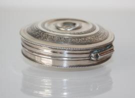 Nederlands zilveren pepermuntdoosje 1841, tandendoosje.