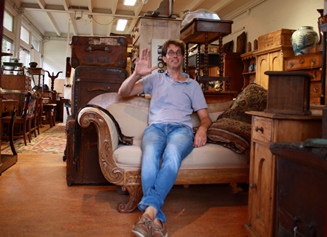 Wilbert van Gils eigenaar van Van Gils Antiek