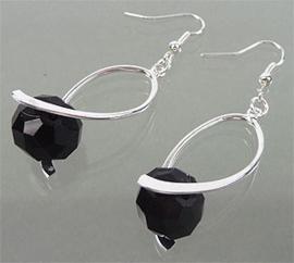 Oorbellen met glaskraal zwart - S10399