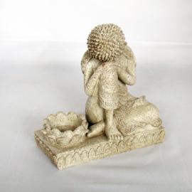 Boeddha in rusthouding met waxinelichthouder - O10517