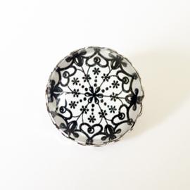Broche bloem zwart/wit - TSH00010