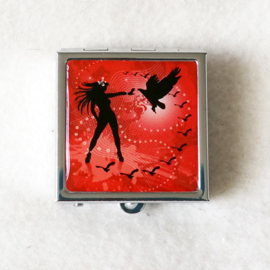Pillendoosje vrouw met vogels, rood - D12547