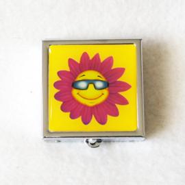 Pillendoosje geel met bloem - D12539