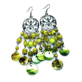 Oorbellen groen met schelpen en kraaltjes - S10396