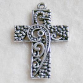 Hanger kruis bewerkt, oudzilverkleur - S10449