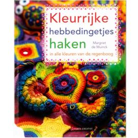 Boek kleurrijke hebbedingtjes haken van Margriet de Muinck - D12110