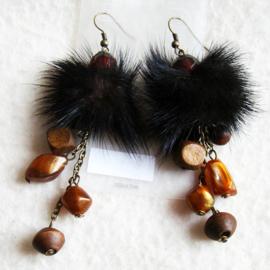 Oorbel pluizenbol zwart/bruin - S10707