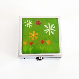 Pillendoosje groen met bloemetjes - D13365