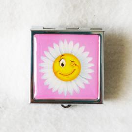 Pillendoosje roze met bloem - D12534