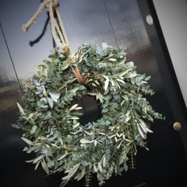 Workshop stoere krans 25cm drsn. Steeneik, Eucalyptus en Thijm zaterdag 21 december 14.00uur