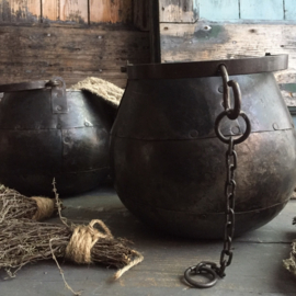 Metalen pot ( hang ) met ketting