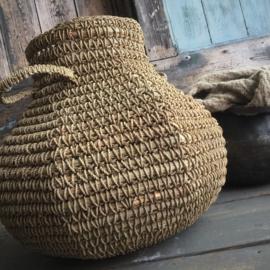 Mand Mihoen ( kendil with handles )