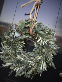 Krans Oljif, Steeneik en Eucalytus 30cm drsn. versgedraaid