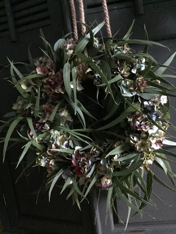 Krans Hortensia met Eucalyptus 40cm drsn. versgedraaid