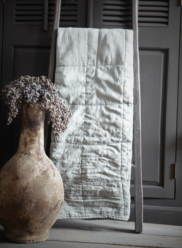 Mrs Bloom Quilted throw Charlotte Old Green 130x170cm