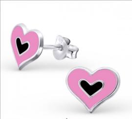Roze met zwart hartjes oorbellen
