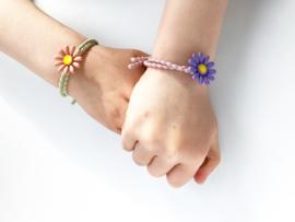 Armbandje - haarbandje met bloem