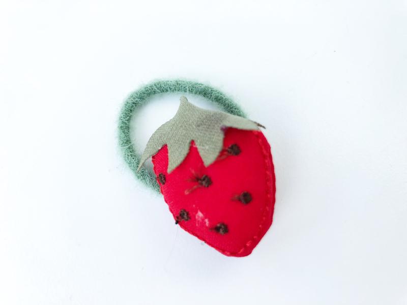 Elastiekje aardbei rood