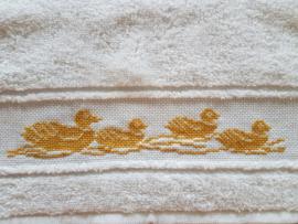 Geborduurde Slab gele eenden