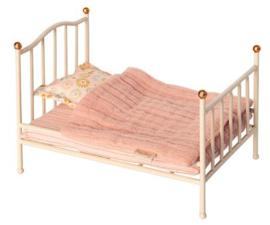 MAILEG   Metalen vintage bed muis - off white