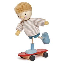 TENDER LEAF TOYS | Poppenhuis popje Edward & skateboard