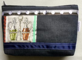 Etui middel denim en borduur