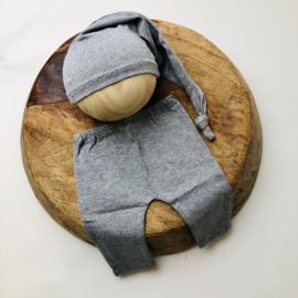 Newborn - Pants & Hat  -  grey