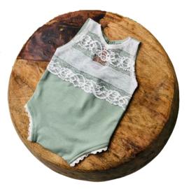 Newborn Romper - April Collection - old mint lace zonder mouw