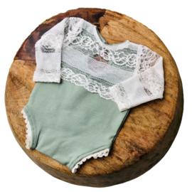 Newborn Romper - April Collection - old mint lace lange mouw