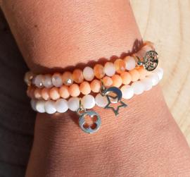 Setje vrolijke armbandjes - zalmroze/wit