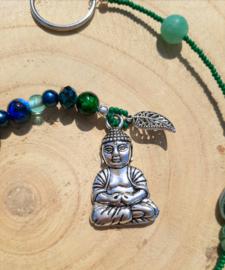Mooie Boeddha gelukshanger met groene en blauwe kralen (c)