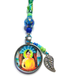 Mooie Boeddha gelukshanger met groene en blauwe kralen (a)