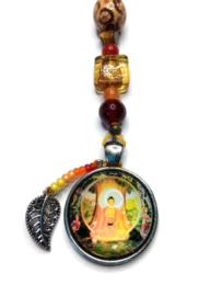 Mooie Boeddha gelukshanger met rode en oranje kralen (a)