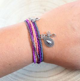 Fijne armbandjes in grijs, roze, wit en zilver