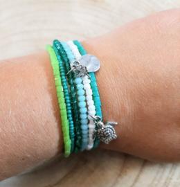 Fijne armbandjes in groen, wit en zilver
