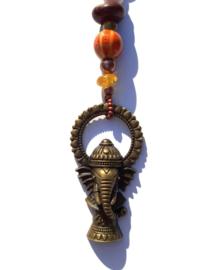 Ganesha gelukshanger met rode en oranje kralen