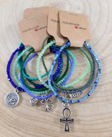 Wikkel armbandjes met gelukssymbolen - blauw & groen