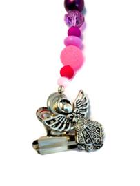 Kaartenhanger met roze en paarse kralen en een engeltje