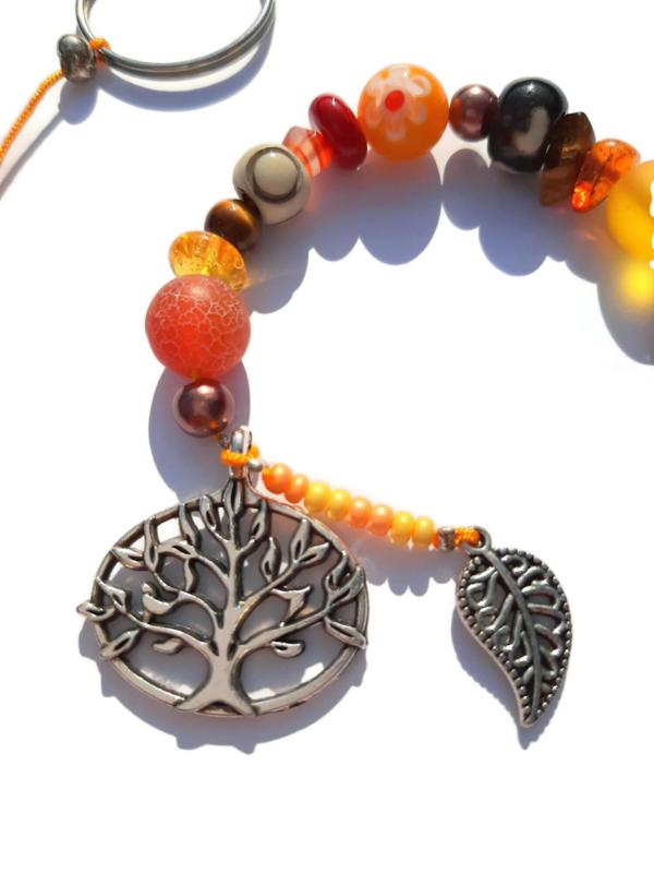 Tree of life - levensboom - gelukshanger met rode en oranje kralen