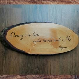Christelijke tekst op houten schijf