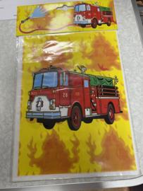 Brandweerman uitdeel zakjes