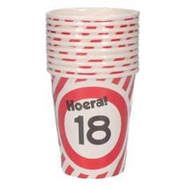 18 jaar: 8 paper cups