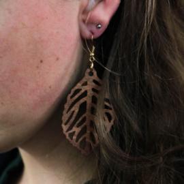 Hangende houten oorbellen - blad notenhout groot